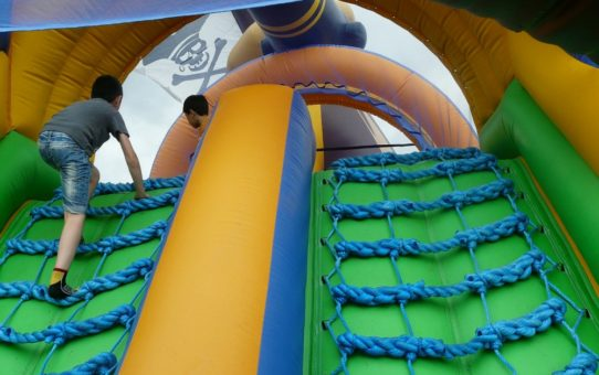Tips for Choosing the Right Bounce House Rental