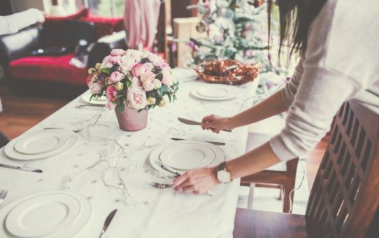 5 Table Setting Hacks for the Perfect Dinner Party