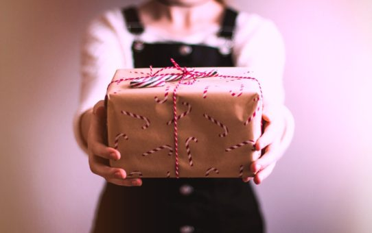 Office Holiday Gift Giving Etiquette
