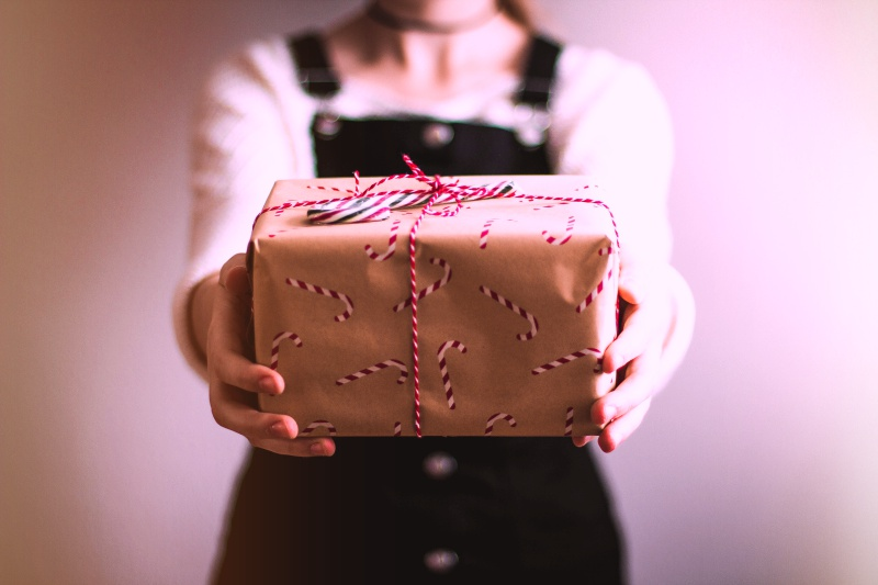office holiday gift etiquette