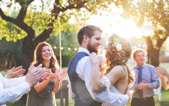4 Ways To Stay Cool On Your Wedding Day