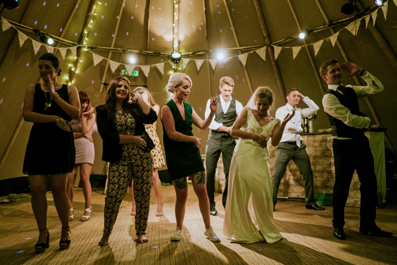 How to Handle Wedding Guest Problems